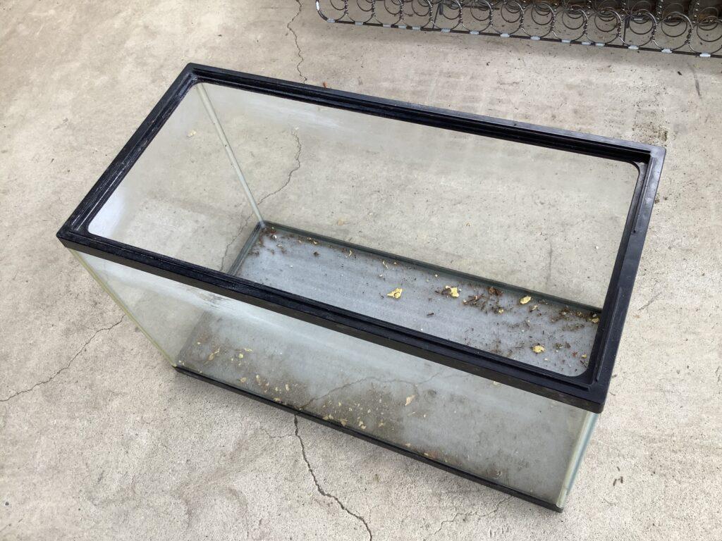 岡山市北区平田で回収した水槽