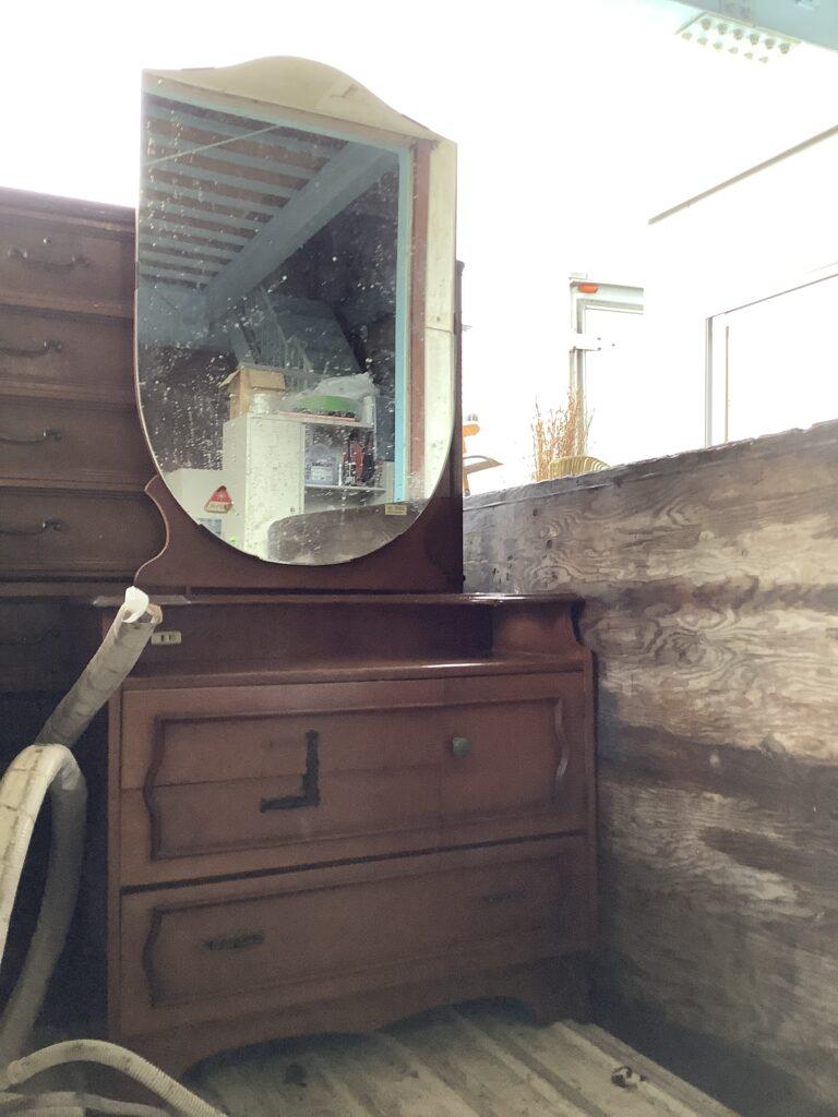 岡山市北区大安寺で回収した鏡台