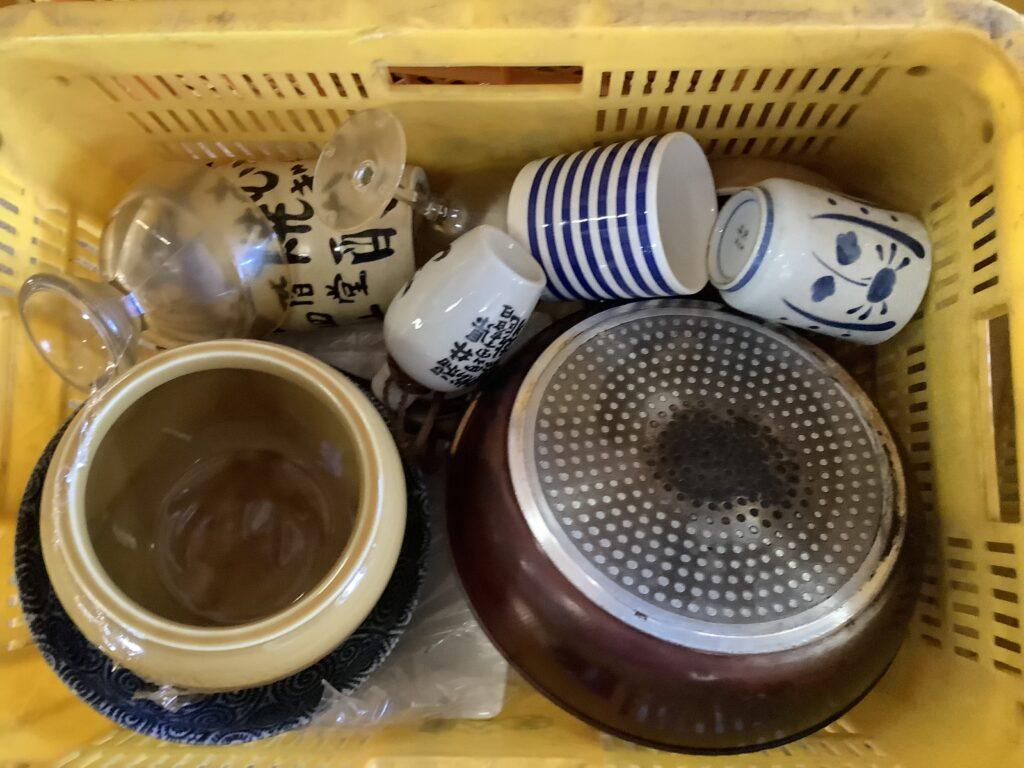 岡山市北区柳町で回収した食器類