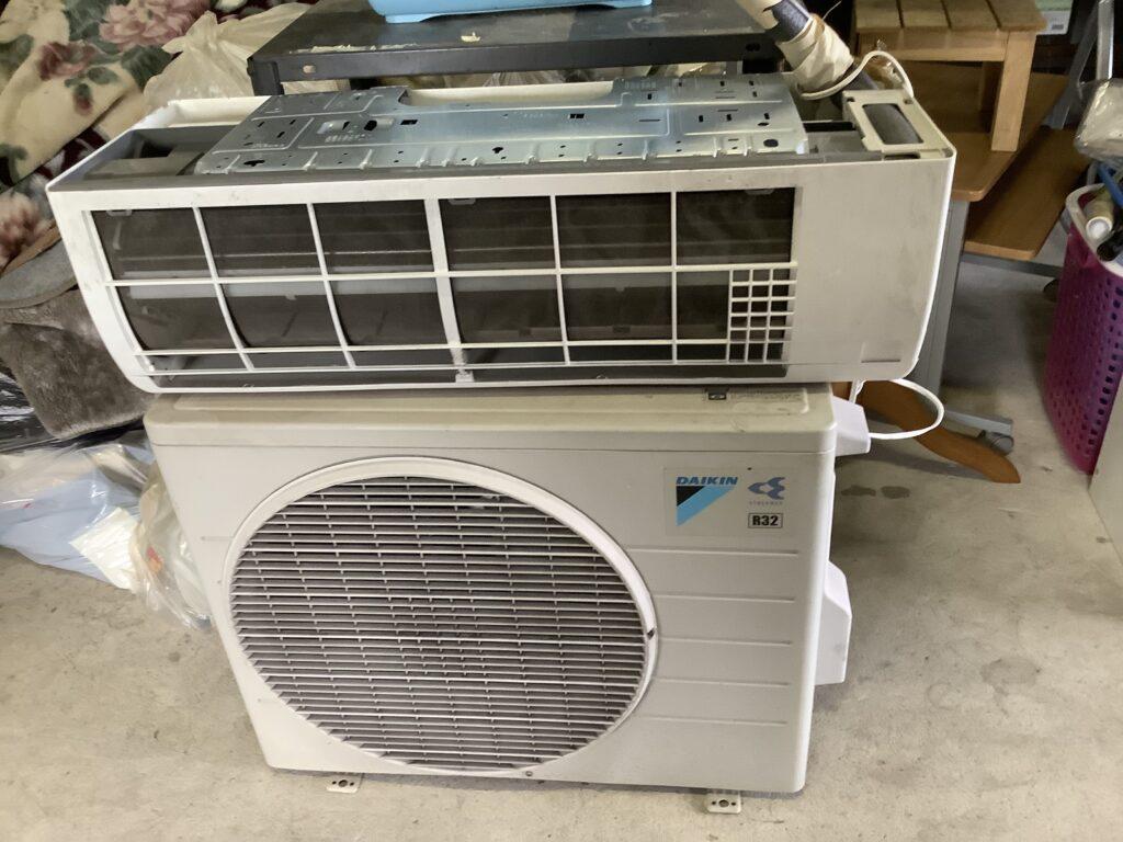 岡山市北区東古松で回収したエアコン