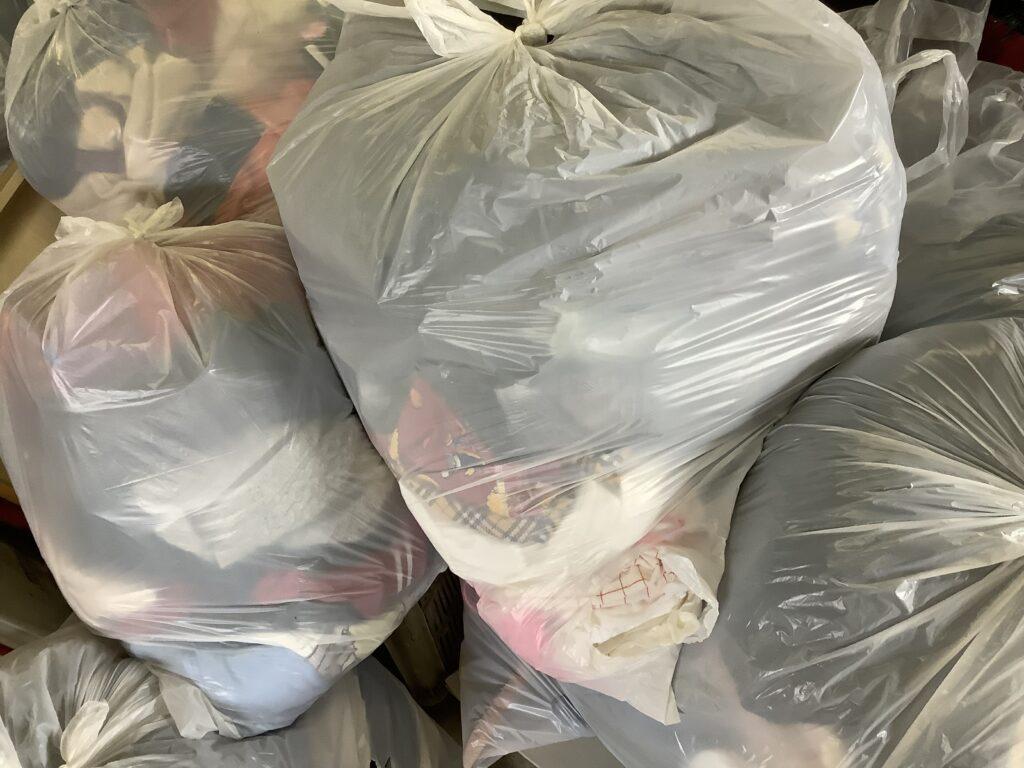 岡山市中区平井で回収した袋詰めした衣類