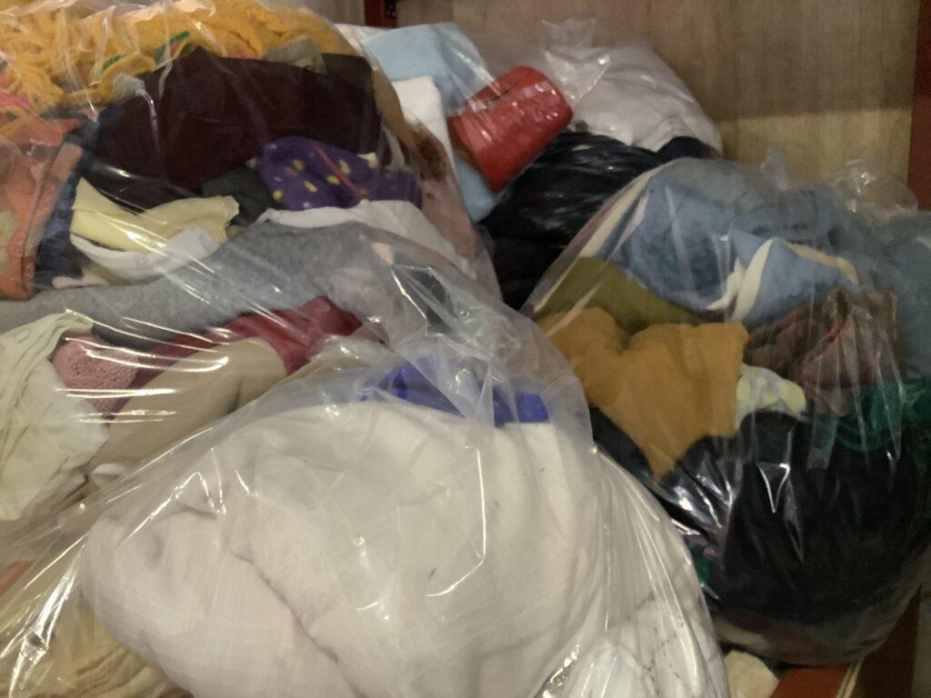 岡山市北区庭瀬で回収した袋詰めした大量の衣類