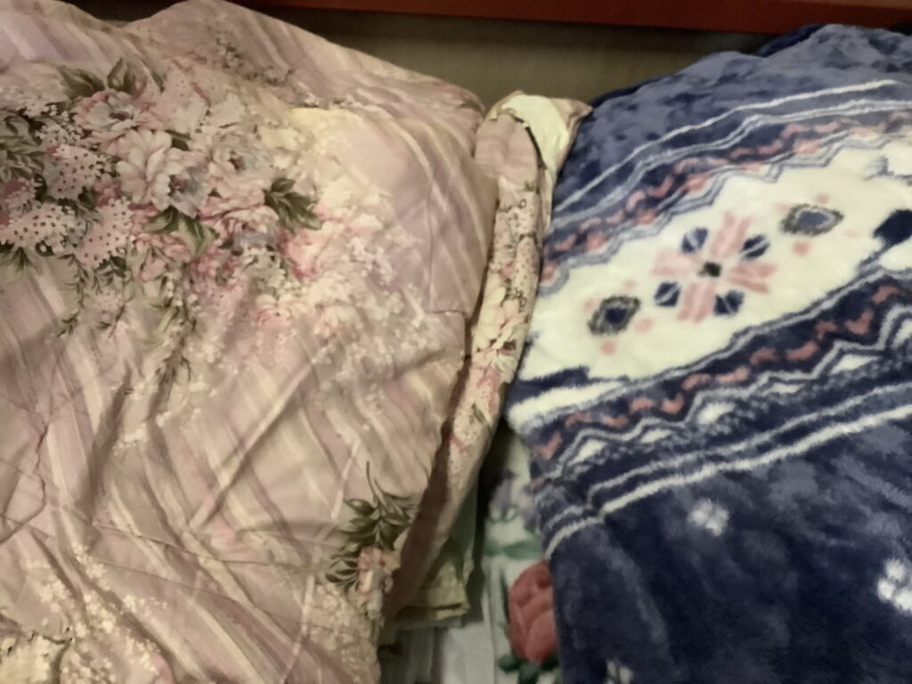 岡山市北区庭瀬で回収した布団と毛布