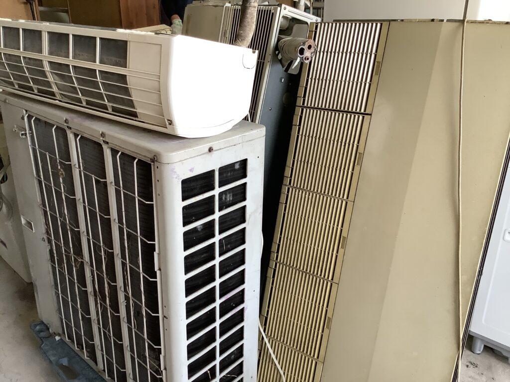 岡山市北区津島で回収した業務用エアコン